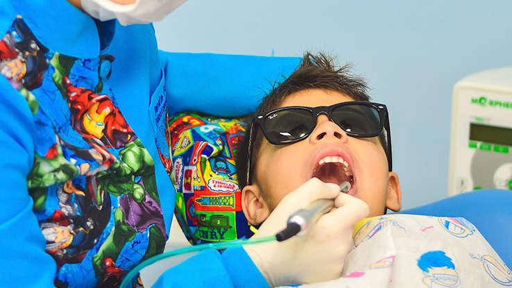 Dentysta radzi: Jak dbać o zdrowe zęby dziecka?