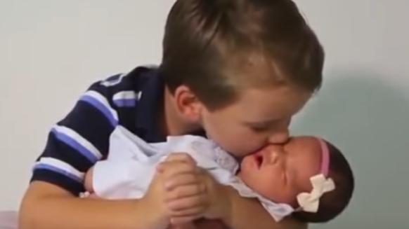Sześciu braci mówi o swojej malutkiej siostrzyczce… Chyba mała ma niesamowitego farta!