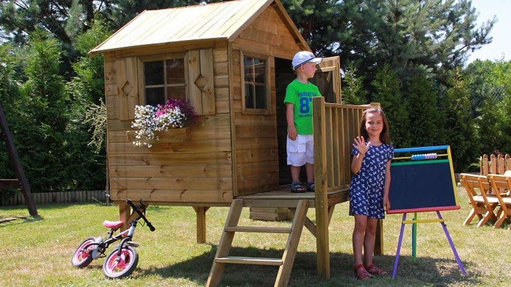 Domki ogrodowe dla dzieci: Drewniane czy plastikowe?