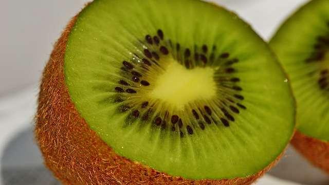Kiwi w ciąży i podczas karmienia piersią