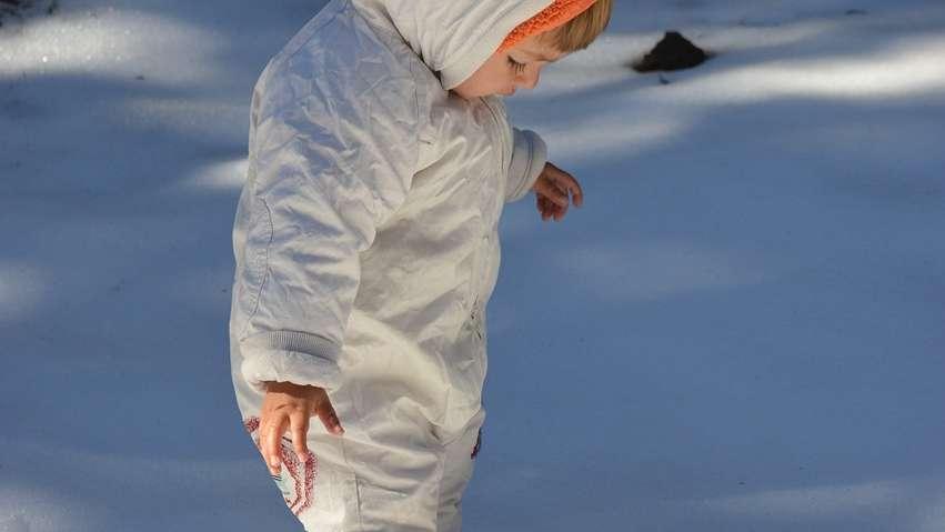 Kombinezon dziecięcy: jaki wybrać żeby był ciepły i wygodny?