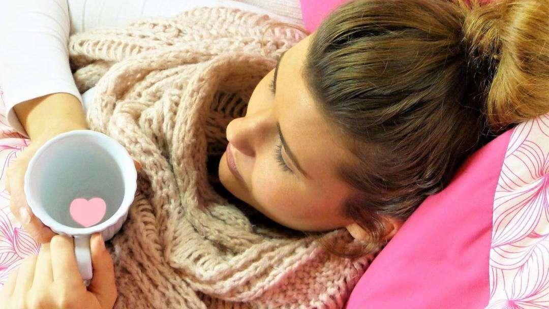 Przeziębienie w ciąży – czym grozi i jak je leczyć?