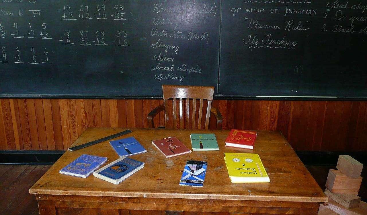 Ilu nauczycieli straciło pracę przez nową reformę oświaty? Nowe dane ZNP