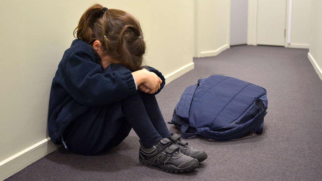 """3-latka opowiedziała, że ojciec dotykał ją w miejsca intymne. Prokuratura umorzyła sprawę. """"Dziecko nie jest wiarygodne"""""""