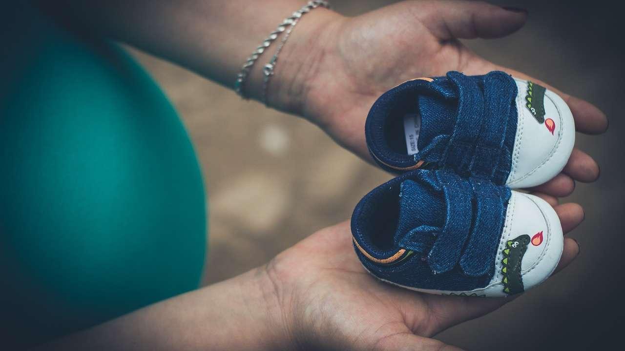 Łupież w ciąży: przyczyny i sposoby leczenia