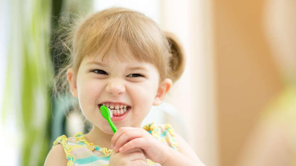 Krzywe zęby u dzieci – kiedy aparat?