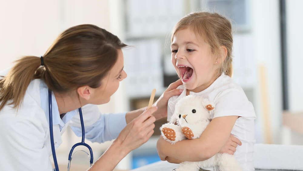 Ból gardła u dziecka – skuteczne sposoby na walkę z infekcją gardła