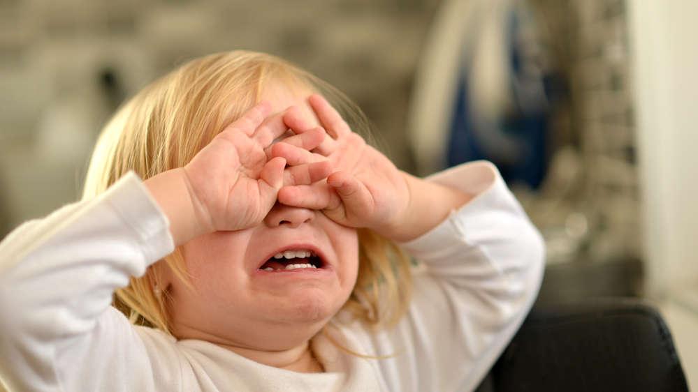 Histeryczny i nieutulony płacz dziecka. Jak sobie z nim poradzić?