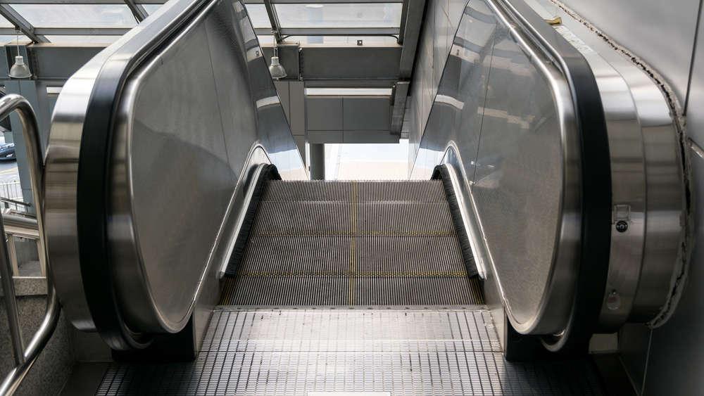 Centrum handlowe w Gdańsku: ruchome schody obcięły dziecku palce. Podobny przypadek zdarzył się też dwa tygodnie temu!