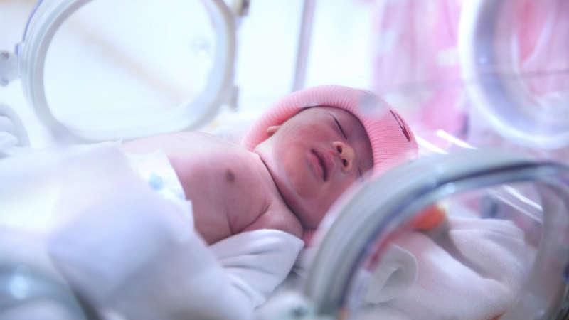 Koniec z opłatami za pobyt z dzieckiem w szpitalu? Zmiany w prawie to precyzują