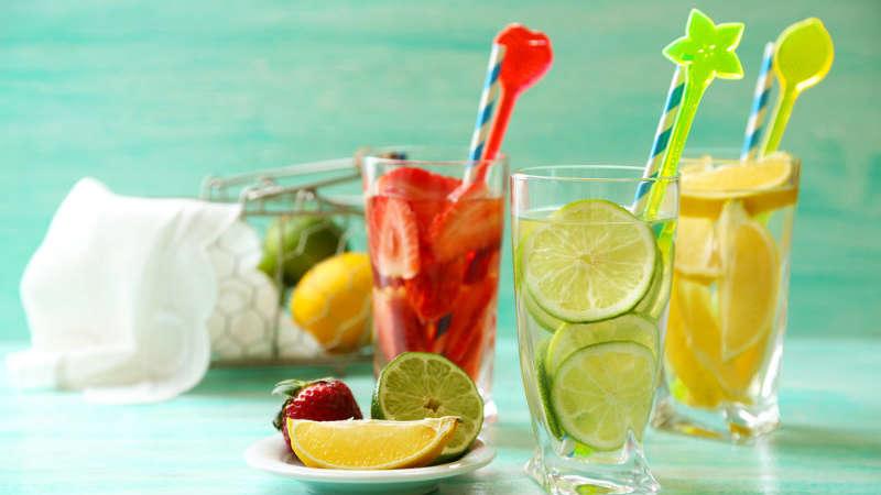 14 łyżeczek cukru? Woda smakowa ma go więcej niż batonik czy pączek!
