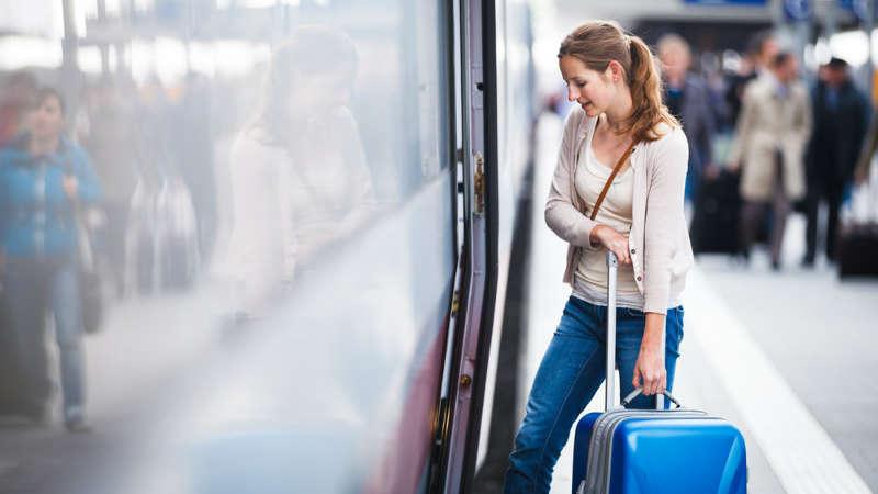 Dziecko kopie współpasażera w pociągu, ale to matka się skarży