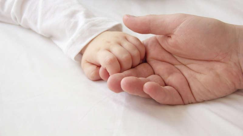 Czy przysługuje ci zwolnienie lekarskie na dziecko w szpitalu? Kiedy lekarz może odmówić wystawienia L4?
