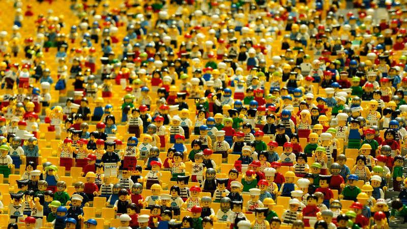 Minifigurki LEGO: miniaturowe zabawki uwielbiane przez dzieci