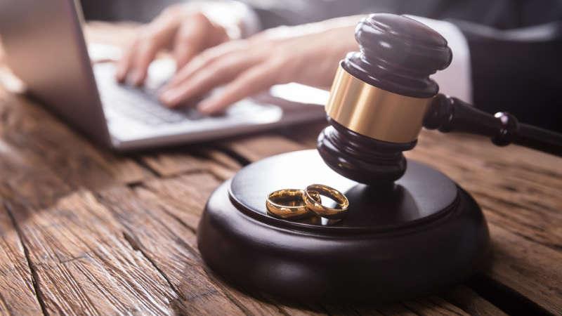Koszty rozwodu: ile wynoszą i od czego zależą?