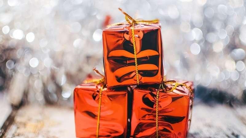 Jak zapakować prezent? W co pakować prezenty? Łapcie pomysły na piękne opakowania prezentów o nietypowych kształtach!