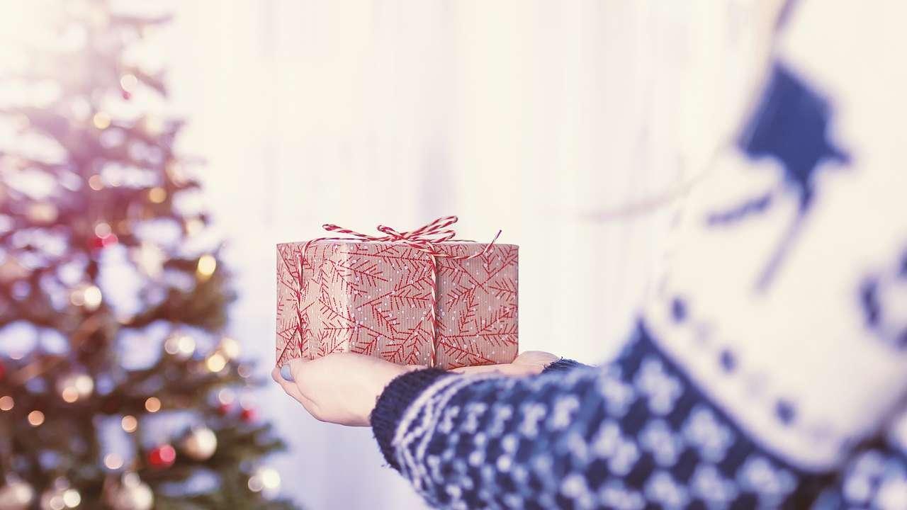19 przewodników po prezentach dla całej rodziny. CO KUPIĆ NA PREZENT dla niemowlaka, dziecka, nastolatka, mamy i taty?