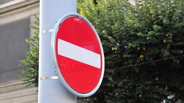 To miasto wprowadziło zakaz podwożenia dziecka pod szkołę samochodem. Reakcja rodziców? Będziecie zaskoczeni!