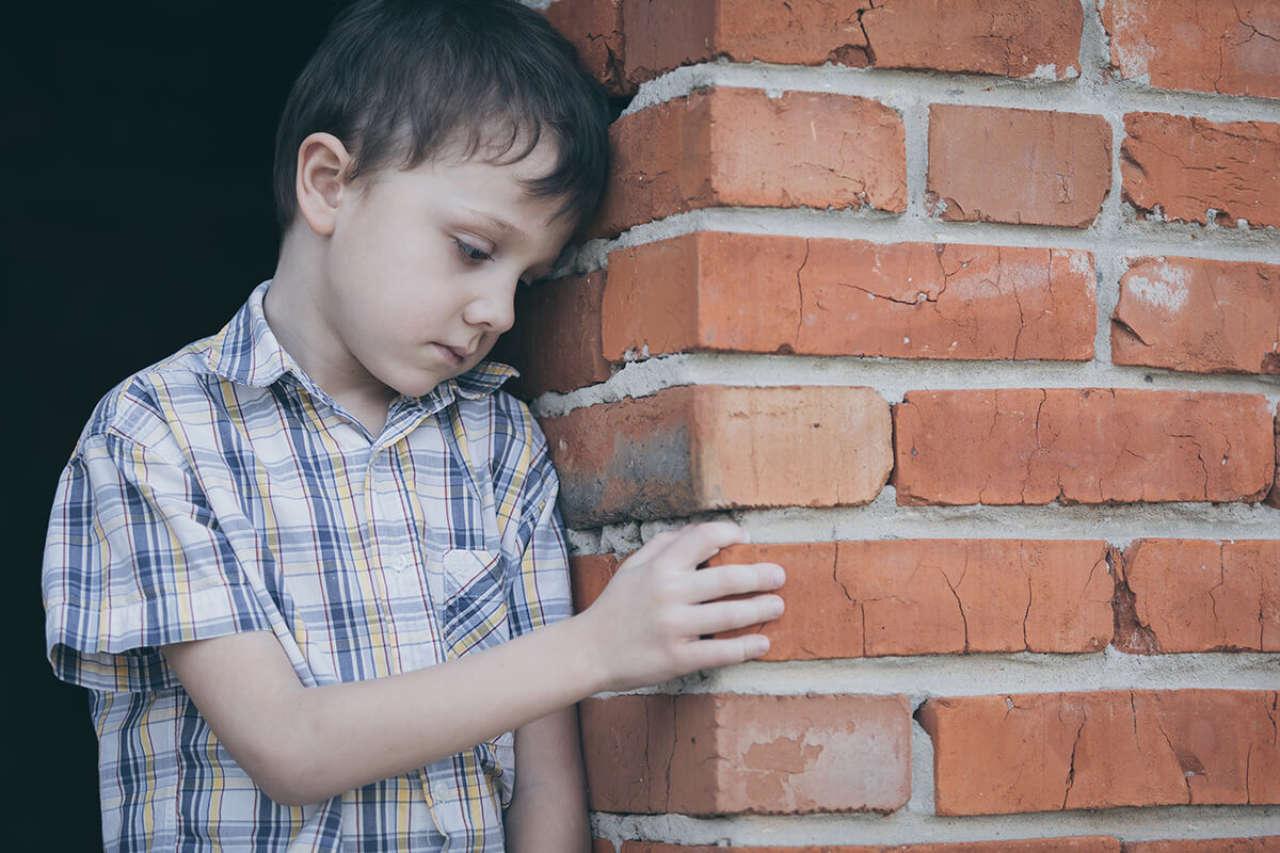 Autyzm – rodzaje, objawy, leczenie – wszystko na temat autyzmu