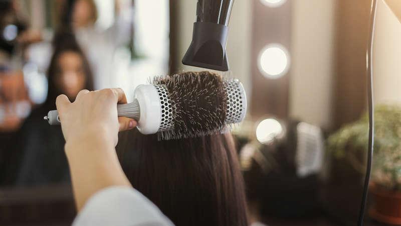 Wypadanie włosów po ciąży? Nie martw się, nie wyłysiejesz!