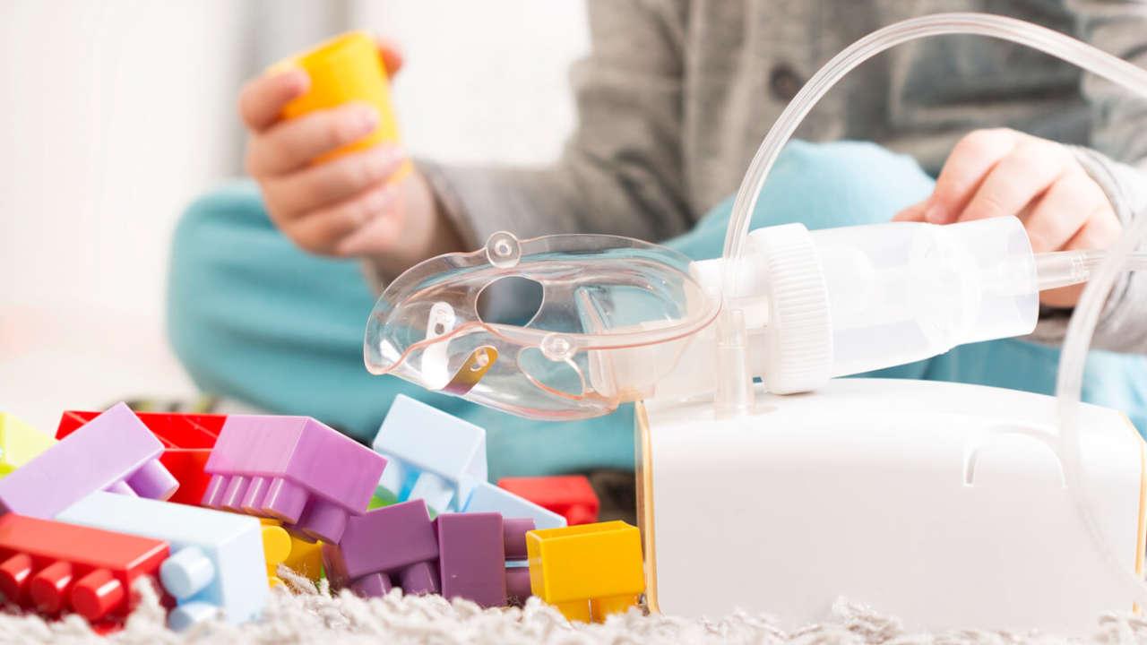 Inhalacje na kaszel: jak je robić i czym inhalować?