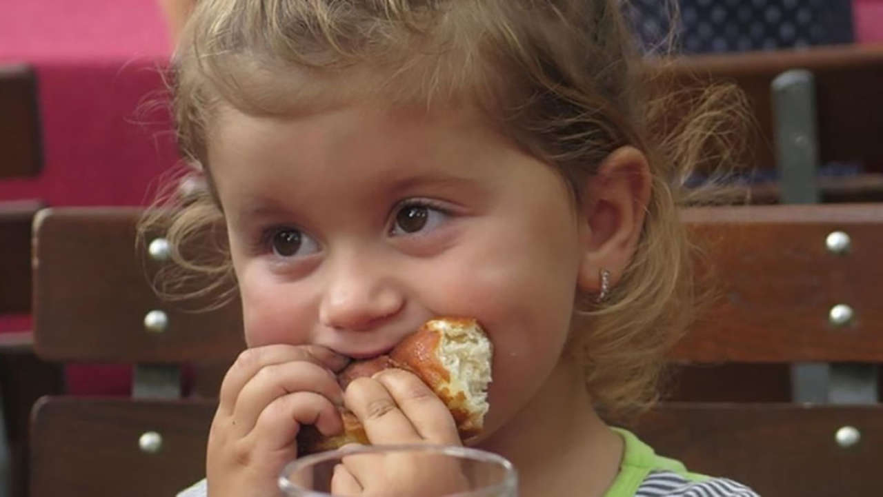 Czy dać dziecku pączka w tłusty czwartek? Dietetyk odpowiada [WYWIAD]
