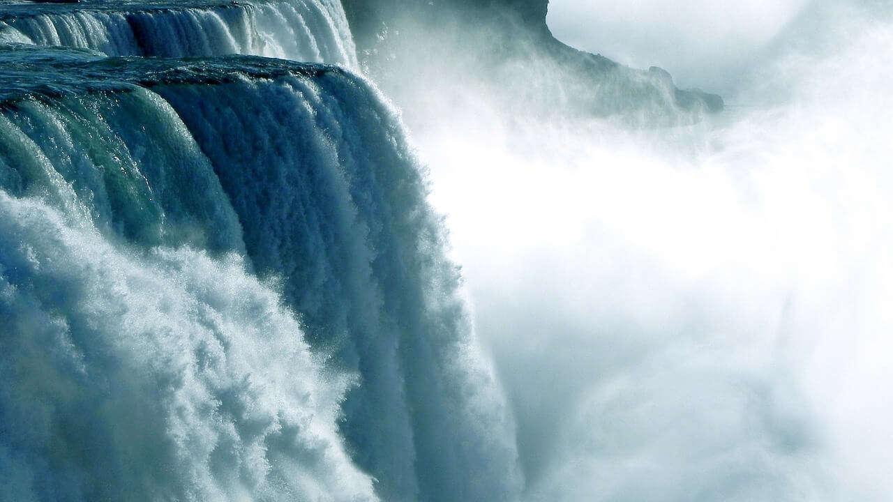 Sennik: WODA – Co oznacza sen o wodzie?