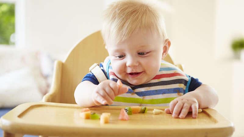 Witaminy dla niemowląt: jak przemycić więcej witamin do diety dziecka?