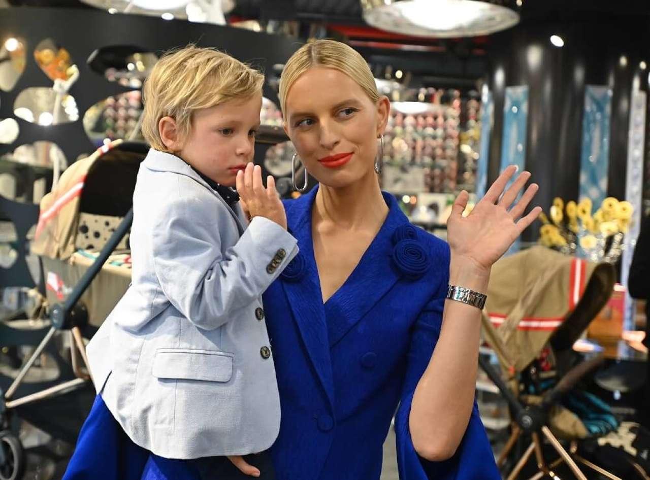 CYBEX rozpoczyna współpracę z super modelką Karoliną Kurkovą