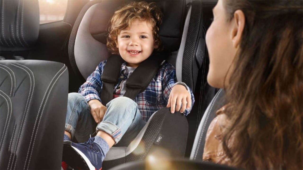 Przewożenie dzieci w samochodzie: Jazda bez fotelika w 2020 roku