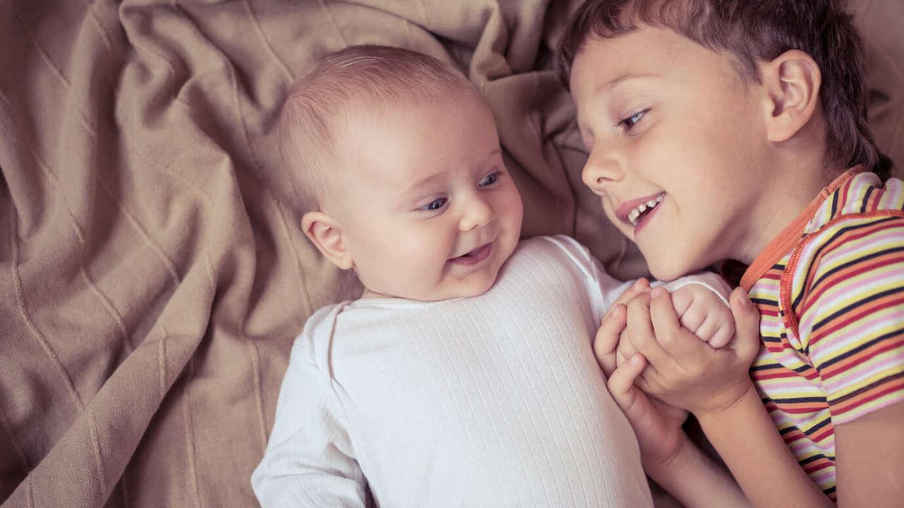 Zez u noworodka: przyczyny, rodzaje zeza i leczenie. Sprawdź, dlaczego noworodek zezuje!