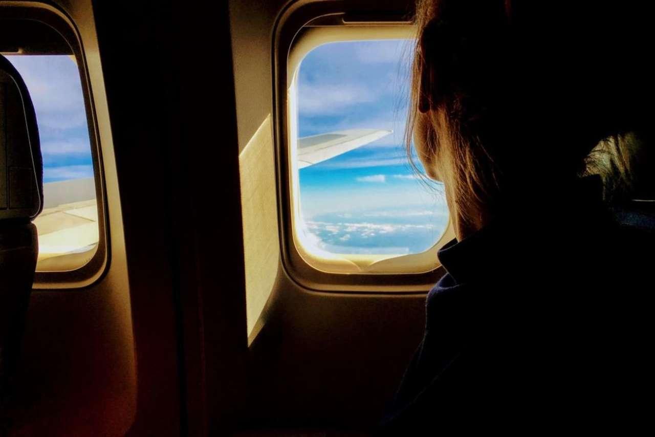 Latanie samolotem w ciąży. Wszystko, co powinnaś wiedzieć, zanim wsiądziesz na pokład