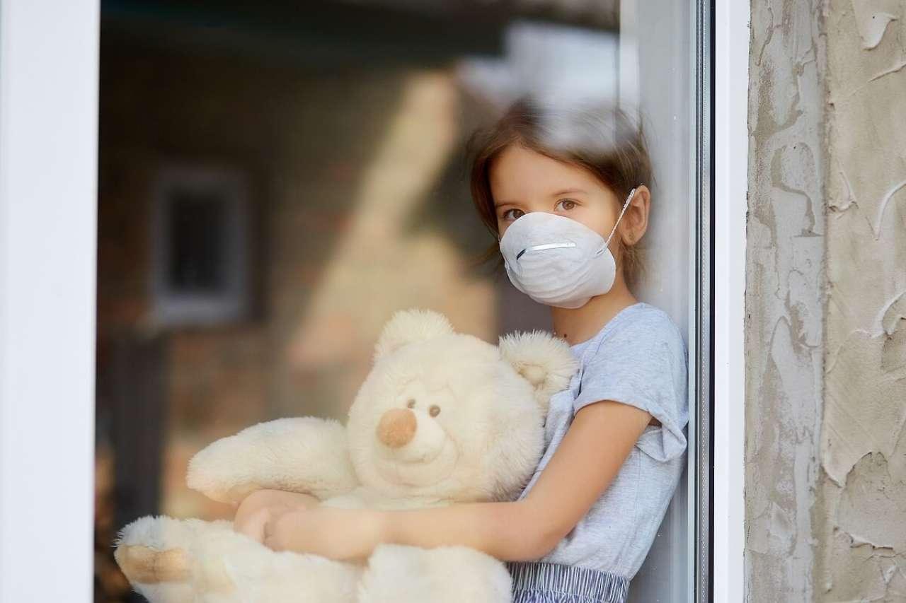 Koronawirusowa gra w ciuciubabkę: Czy pozwolić rodzicom na przebywanie na oddziałach pediatrycznych?