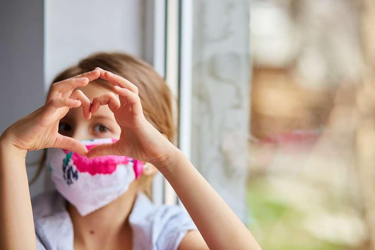 Jak zrobić maseczkę na usta? Czy domowej roboty maseczka na twarz działa?