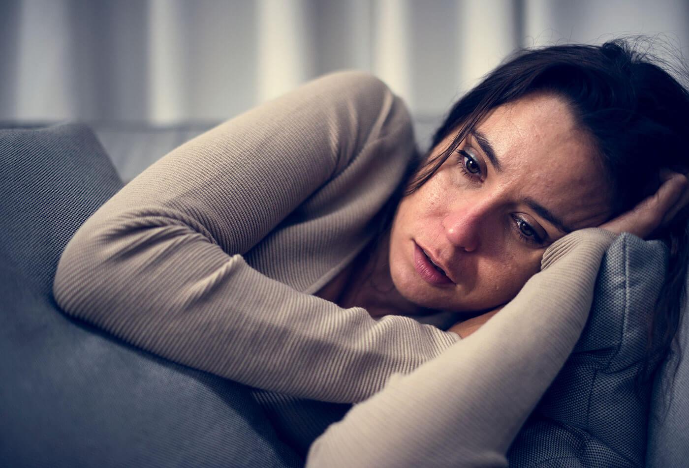 Depresja poporodowa: objawy, przyczyny, leczenie