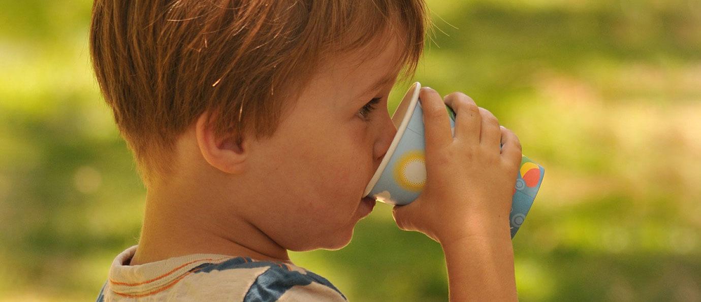 Odwodnienie u dziecka: Kiedy udać się do szpitala? Przyczyny, objawy i skutki odwodnienia