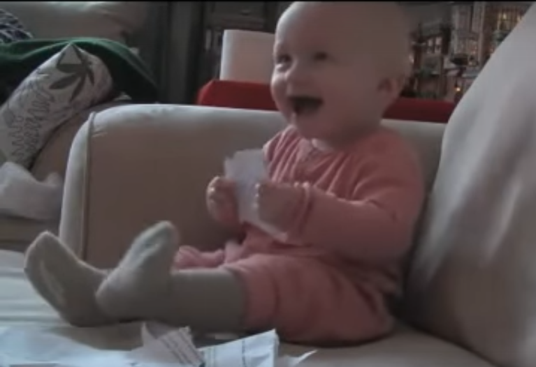Jak rozbawić niemowlę? Zamiast zabawek pokaż mu…