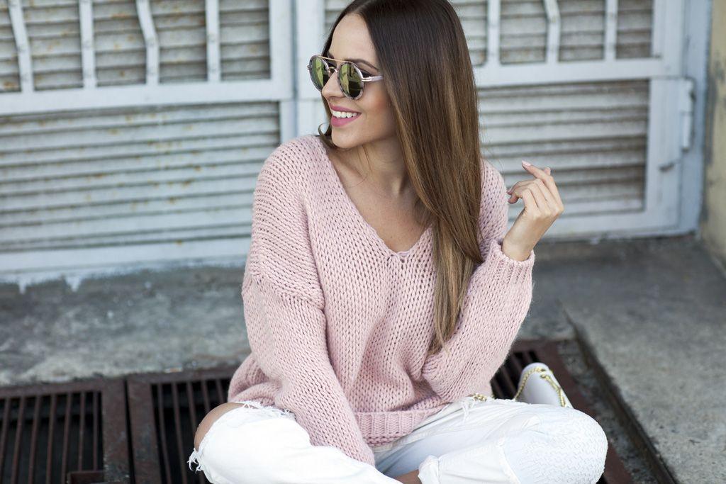 Sweter oversize: wiosenna propozycja dla mam, które chcą ukryć pociążowy brzuszek