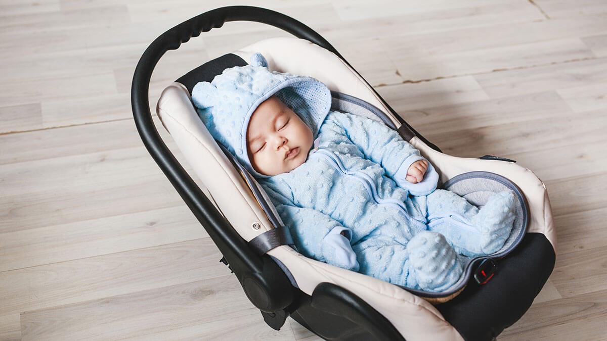 11-tygodniowe niemowlę zmarło. Jego rodzice ostrzegają, by nie korzystać w ten sposób z fotelików samochodowych!