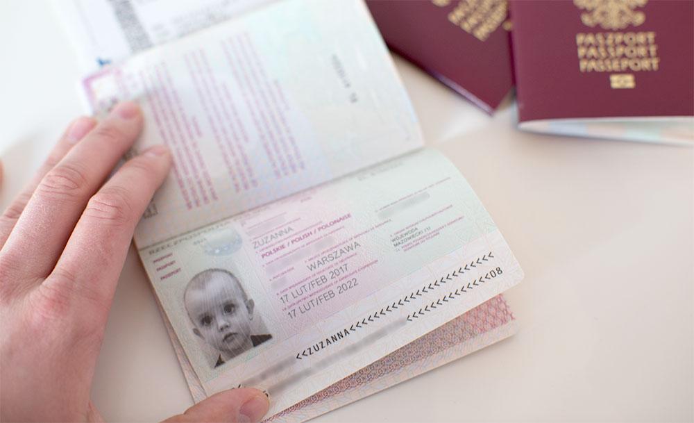 Paszport dla dziecka - zdjęcie