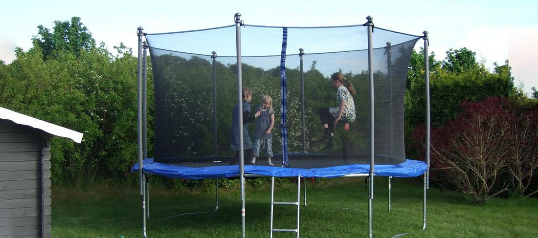 Trampolina ogrodowa i domowa dla dzieci – Czy to dobry pomysł?