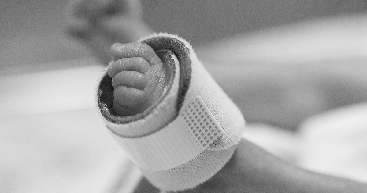 Zmarł dwumiesięczny chłopiec pobity przez ojca