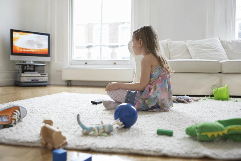 Na jak długo i w jakim wieku można zostawiać dziecko samo w domu?