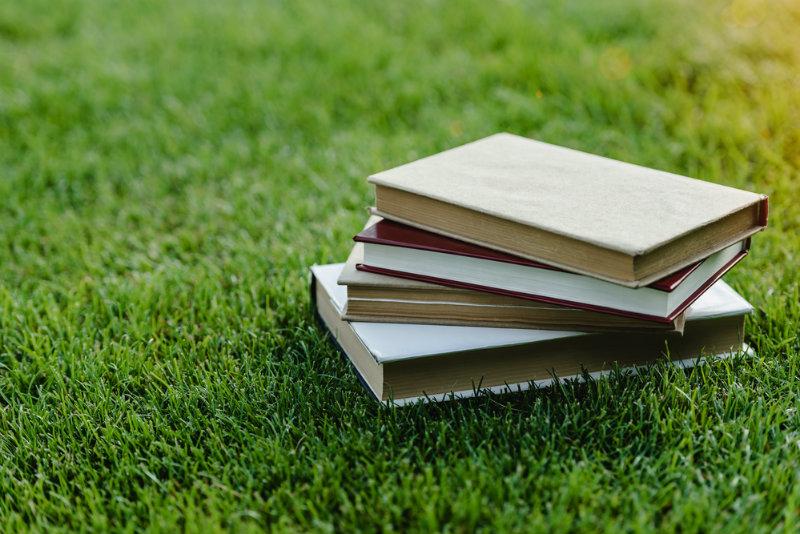 Zadania domowe na wakacje. Przesada czy rozwojowe zajęcie na czas wolny?