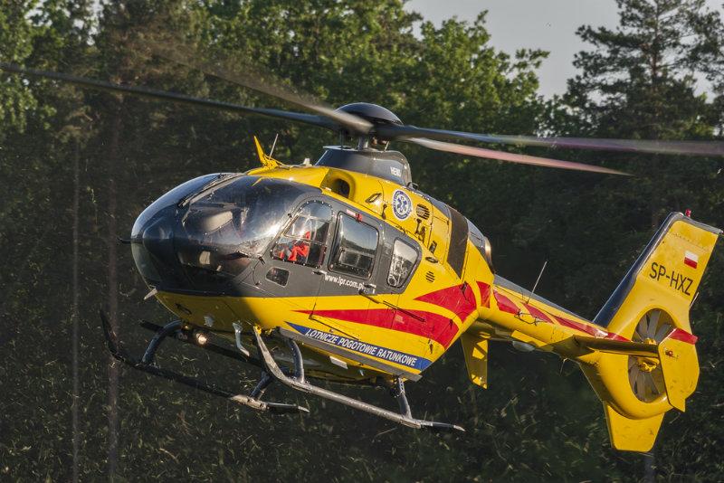 9-latek wypadł z okna podczas zabawy w chowanego. Lotnicze pogotowie zabrało go do szpitala w Krakowie