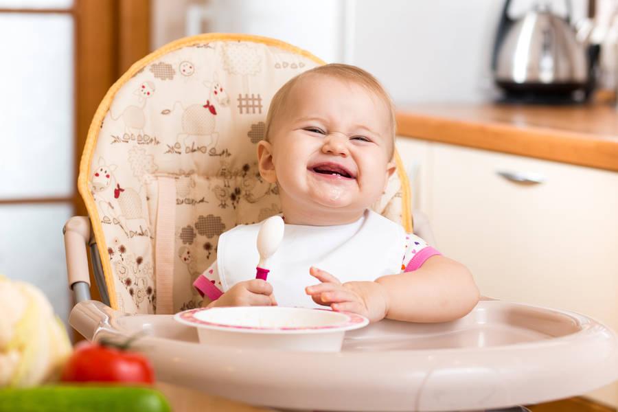 Dieta rocznego dziecka: Jak komponować prawidłową dietę po pierwszych urodzinach?