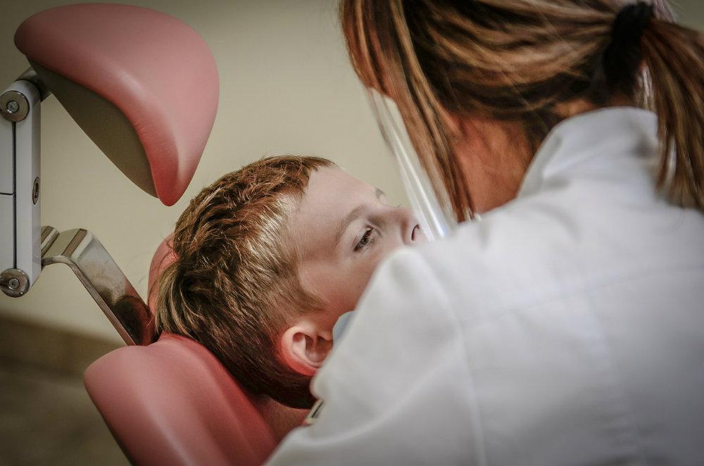 Rodzic nie chce leczyć dziecka u dentysty? Dostanie grzywnę!