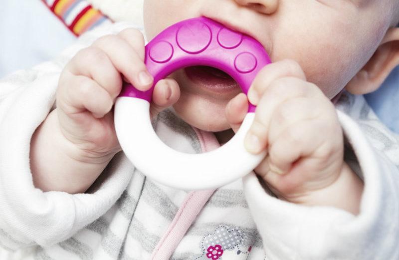 gorączka u niemowlaka przy ząbkowaniu