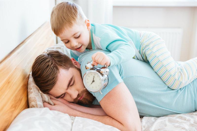Zmiana czasu na zimowy 2018. Dzieciom jest to obojętne, ale nam niekoniecznie: czy w tym roku przestawiamy zegarki?
