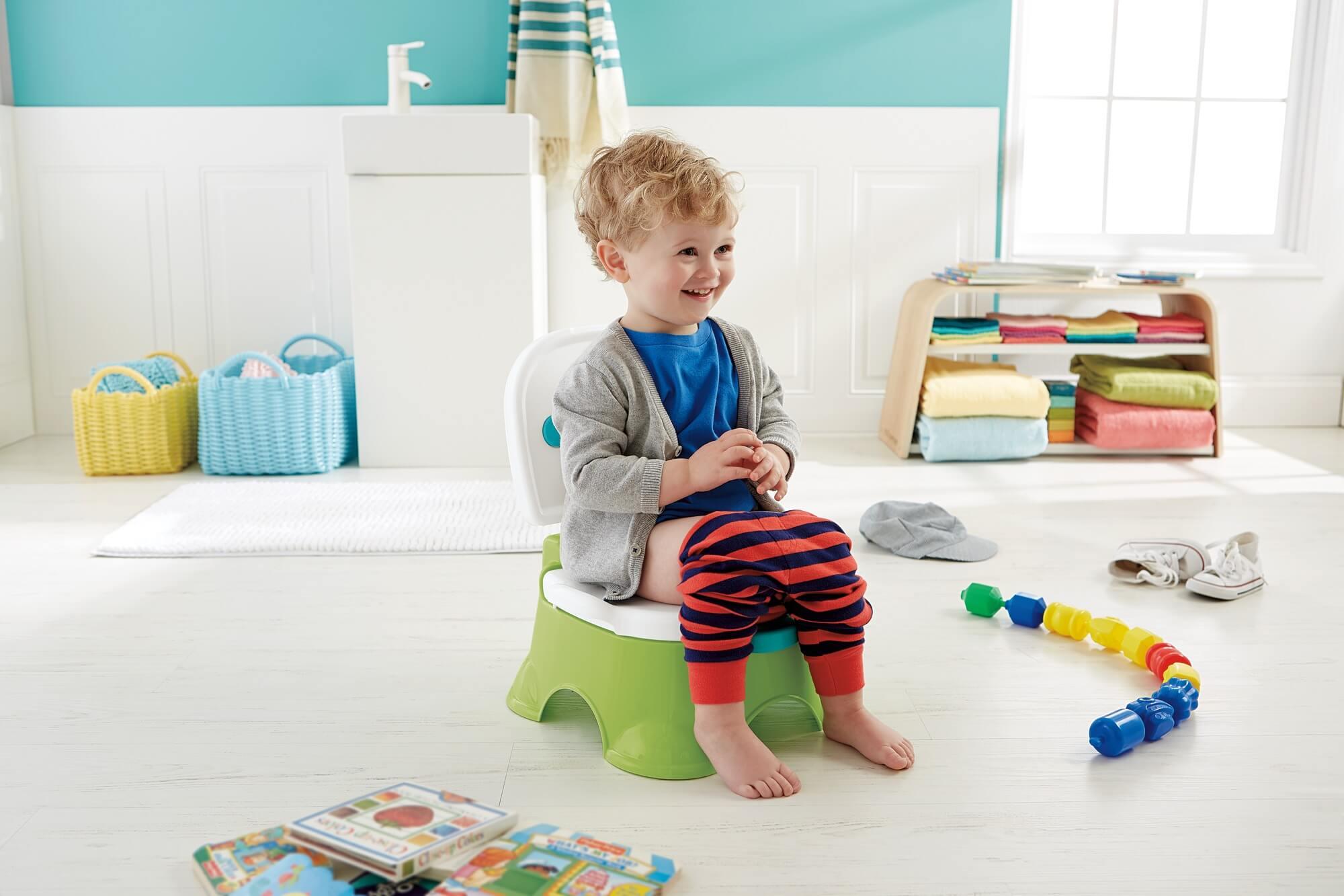 """Pieluchom mówimy """"Pa, pa!""""! Jak ułatwić maluchowi naukę korzystania z nocniczka?"""
